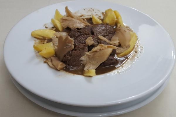 carne-de-monte-en-salsaC4D1D82C-E296-876E-64ED-22F7CEFC9F9E.jpg