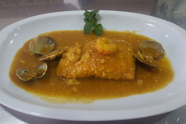 salmon-en-salsa-con-almejas-y-gambas6ED93E75-836D-D08F-491A-64DD80F9BDBF.jpg